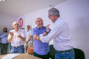 Esperiçao Amin cumprimento o deputado Silvio Dreveck pela presidência do Progressistas